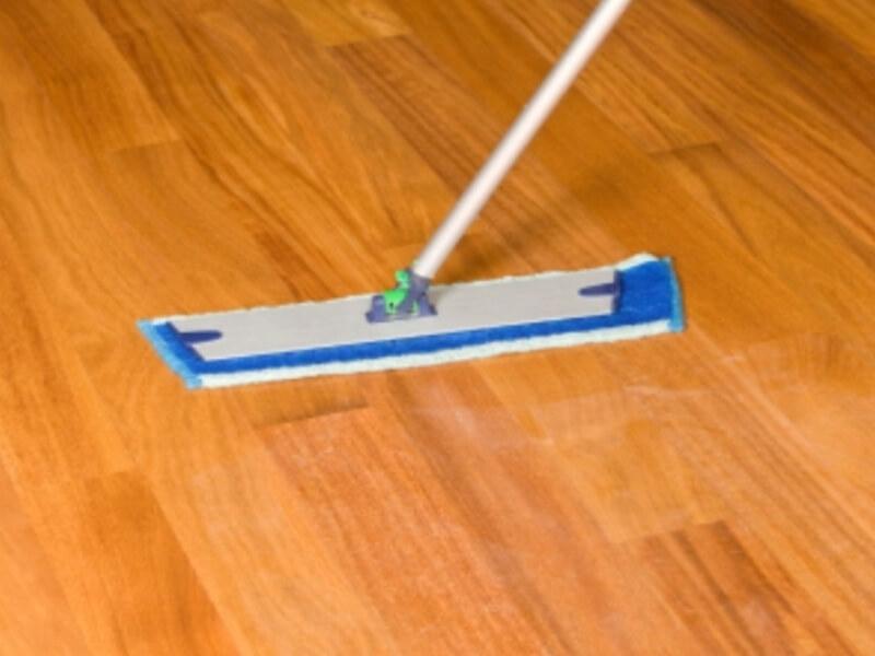 خطوات تنظيف الباركية بمواد طبيعية